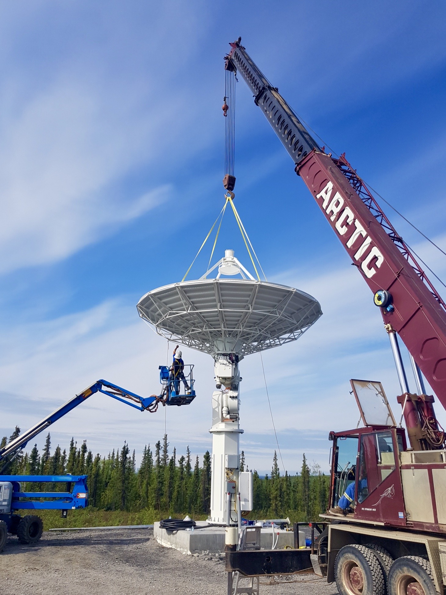7.3 m antenna in Inuvik, Canada. Installed in 2020.